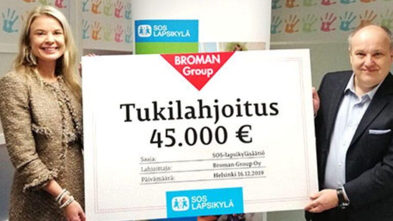 Broman Group luovutti SOS-Lapsikylälle lahjoitusshekin.