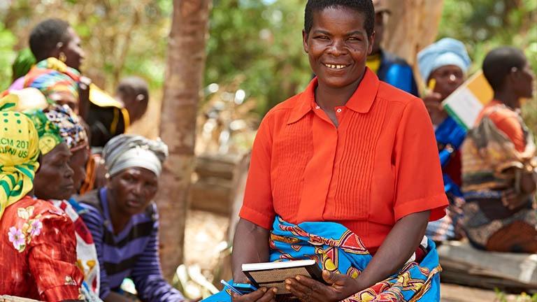 Koulutustukea saanut perheenäti Tansaniassa