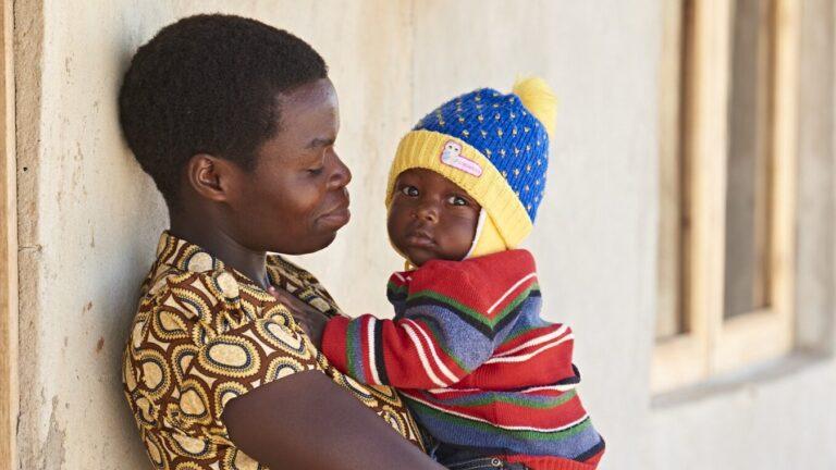 Äiti ja lapsi Tansania 3