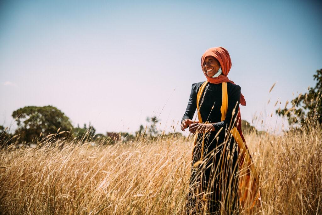 Nainen pellolla Etiopia