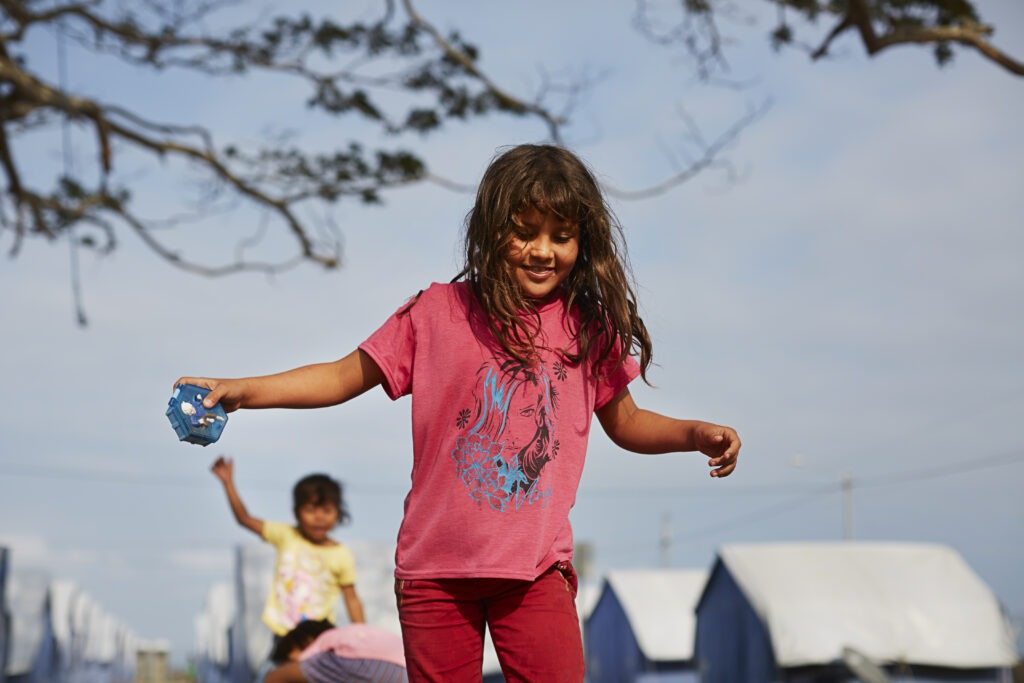 Leikkivä lapsi Ecuador